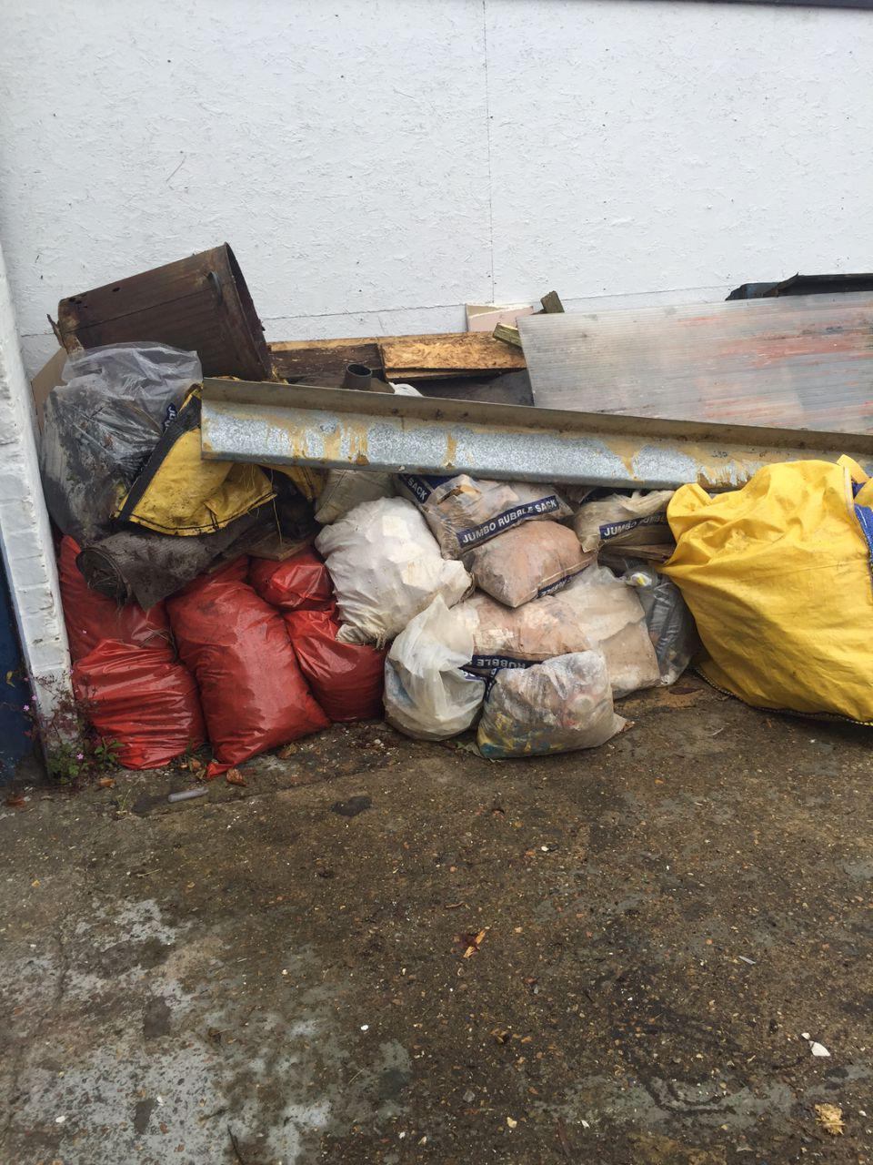 rubbish removalists Greenhithe