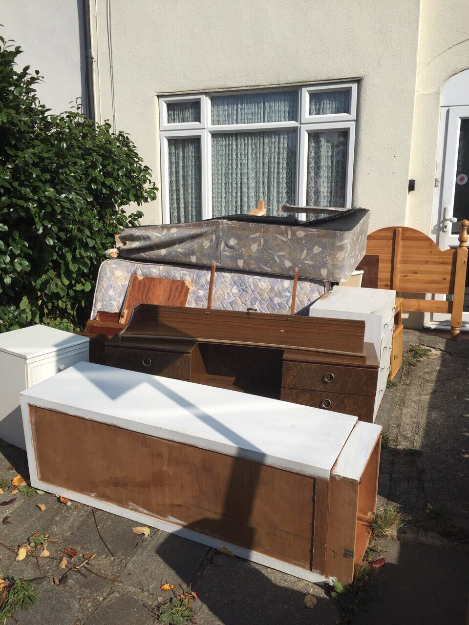 TW9 removal of waste Kew